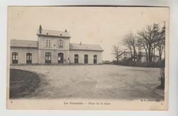 CPA LA GUERCHE SUR L'AUBOIS (Cher) - Place De La Gare - La Guerche Sur L'Aubois