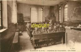 78 Elancourt, L'Orphelinat, Une Classe, Voir Vieux Pupitres, Cartes Murales...., Belle Carte - Elancourt