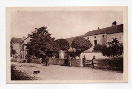 - CPA SACQUENAY (21) - Mairie Et Les Ecoles (avec Personnages) - Photo CIM - - Sonstige Gemeinden
