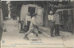 BRUYERES EN VOSGES Voiture D' Ambulance Amenant Un Prisonnier Allemand Blessé.Guerre 1914 1915 - Bruyeres