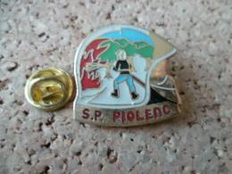 PIN'S   SAPEURS POMPIERS  PIOLENC  VAUCLUSE - Firemen