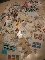 Vrac Timbres, Feuillets Et Carnets Du Monde : 500 G Soit + De 7000 Estimés - Briefmarken
