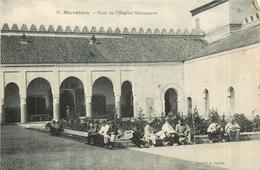 MAROC  MARRAKECH  Cour De L'hôpital Maisonnave  2scans - Marrakech