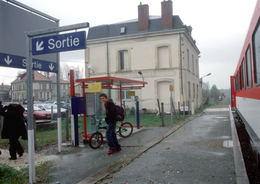 33 - Cavignac (33) - SNCF - Gare SNCF - Train à Quai - Carte Postale Moderne - Jamais Diffusée - Frankreich