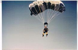 PARACHUTISME  PHOTO    TBE  AV320 - Parachutisme