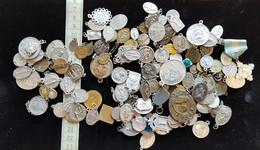 Lot De + De 120 Medailles Religieuse En Alu, Metal Argenté, Qqs Unes En Argent - Pendentifs