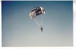 PARACHUTISME  PHOTO    TBE  AV321 - Parachutisme