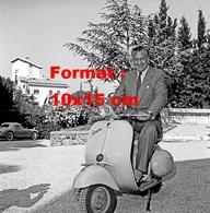 Reproduction D'une Photographie Ancienne De L'acteur Gary Cooper Sur Un Scooter Vespa En 1955 - Reproductions