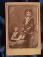 Photo Format Cabinet Lacaze à Tarbes - Fillette Et Sa Poupée, Tenue De Plage Circa 1885 L414 - Photos