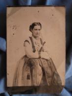 Photo Grand Ferrotype 11.2x16.7 Cms - Second Empire Femme Prenant La Pose Circa 1860-65 L414 - Photos