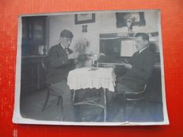2 Men Playing Cards - Cartes à Jouer