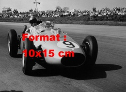Reproduction D'une Photographie Ancienne D'une Ferrari N°9 Au Grand Prix De Silverstone En 1958 - Reproductions