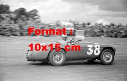 Reproduction D'une Photographie Ancienne De Alberto Ascari Dans Sa Ferrari 166MM Au G.P De Silverstone En 1950 - Reproductions