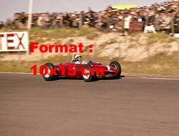 Reproduction D'une Photographie Ancienne D'une Ferrari N°1 à Un Grand Prix En 1961 - Reproductions