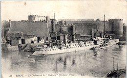 """Bateau De Guerre - Bateau - Croiseur Protégé - BREST - Le Château Et Le """"Guichen"""" (correspondance Militaire )  ** - Guerre"""