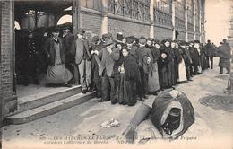 ¤¤   -  Les Marchés De PARIS  (Le Temple)  -  Les Marchands De Friperie Attendent L'ouverture Du Marché    -  ¤¤ - Arrondissement: 03