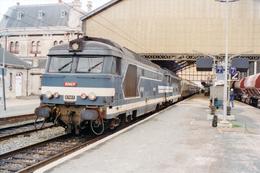 La Rochelle (17 - France)  09/1990 - « UM » De BB 67000 En Tête D'un Train De Pèlerins - La Rochelle