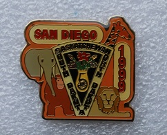 Pin's éléphant  Singe Lion Girafe 1999 . Lions International Dakota - Animals