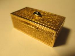 Boîte En Or Massif  9 Carats Années 1930 Ornée D'un Saphir - Bijoux & Horlogerie
