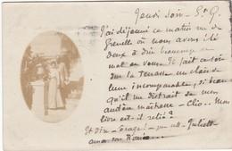 D640 CARTE PHOTO D'UN COUPLE EN EXTERIEUR - CIRCULE EN 1901 - Couples
