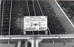 """CARBON BLANC - Panneau """"Danger De Mort""""     - Photo Pierre Gontier (111069) - Non Classés"""
