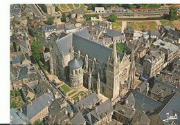 56 Vannes La Cathedrale St Pierre Ses Vieilles Voitures - Vannes