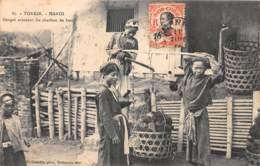 Vietnam - Hanoï / 14 - Congaï Achetant Du Charbon De Bois - Vietnam