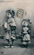 L'AUVERGNE PITTORESQUE. - Fillettes En Habit Folklorique - Groupes D'enfants & Familles