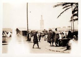 Photo Originale Maroc Tanger (طنجة) En 1935 - Place Du Marché Animée, Fortifications, Minaret De La Mosquée Sidi Bouabid - Places
