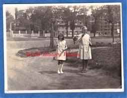Photo Ancienne - Vincennes ? Villejuif ? Versailles ? - Jeune Fille & Jeu Diabolo - Avenue De Paris - 1933 - Enfant Game - Places