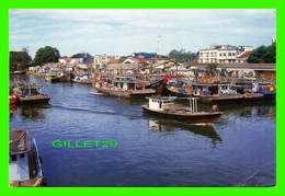 MERSING, MALAISIE - A CLUSTER OF FISHING BOATS ANCHORED AT THE MERSING RIVER - - Malaysia