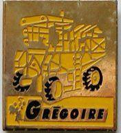 HH  481...TRACTEURS/OUTILS AGRICOLES/.AGRICULTURE /TRAVAUX PUBLIC / ........GREGOIRE - Pins