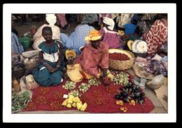 C429 SENEGAL - COSTUMES FOLKLORE PEOPLE ETHNICS WOMAN - LE MARCHÉ AUX MILLE COULEURS - Senegal