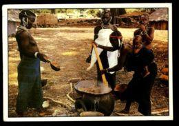 C430 SENEGAL - COSTUMES FOLKLORE PEOPLE ETHNICS WOMAN TRIBES - SCÈNE VILLAGEOISE - Senegal