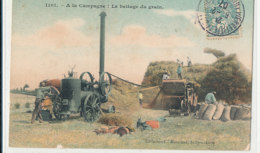 A M 112  /  C P A    GRUCULTURE   (45)  A LA CAMPAGNE  .LE BATTAGE DU GRAIN - Tracteurs