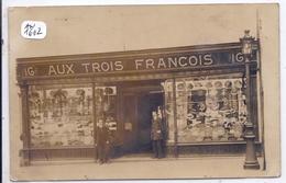 LILLE- CARTE-PHOTO- BELLE DEVANTURE DE LA CHAPELLERIE AUX TROIS FRANCOIS- EXPEDIEE DE LILLE - Lille