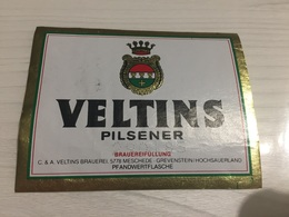 Ancienne Étiquette 1.1 BIÈRE ÉTRANGÈRE VELTINS PILSENER MESCHEDE GREVENSTEIN HOCHSAUERLAND - Beer