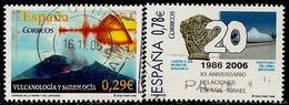 2006-ED. 4254 Y 4258-CIENCIAS DE LA TIERRA Y UNIVERSO.VULCANOLOGÍA Y SISMOLOGÍA Y XX Aniv. Relacciones Diplomaticas Espa - 1931-Today: 2nd Rep - ... Juan Carlos I