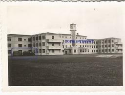 WW2 PHOTO ORIGINALE Véhicules Allemands Sanitaire à Hôpital MONT DE MARSAN 40 LANDES AQUITAINE Hiver 1940 - 1939-45