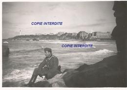 WW2 PHOTO ORIGINALE Soldat Allemand à BIARRITZ Près Bayonne PAYS BASQUE - 1939-45