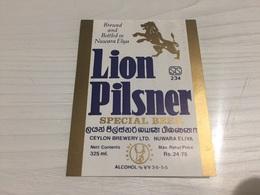 Ancienne Étiquette 1.1 BIÈRE ÉTRANGÈRE LION PILSNER  BREWED WITH CONTINENTAL MALT NUWARA ELIYA - Bière