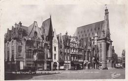 Bethune, Un Coin De La Place Du Maréchal Pétain Et L'Hotel De Ville (pk54145) - Bethune