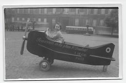 Liège L'avion De La Place Saint Lambert Photo Carte - Personnes Anonymes