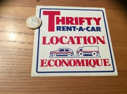 AUTOCOLLANT, Sticker «THRIFTY RENT-A-CAR LOCATION ECONOMIQUE» (voiture, Camion) - Autocollants