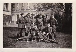 Foto Gruppe Deutsche Soldaten - 2. WK - 8,5*5,5cm (38748) - Guerre, Militaire