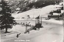 Rare Cpsm Alpe Du Grand Serre Le Remonte Pente De Lhotel Du Grand Serre - Autres Communes