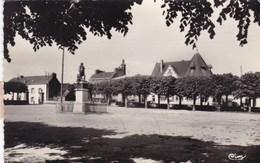 Carhaix, Statue Et Place De La Tour D'Auvergne (pk54190) - Carhaix-Plouguer