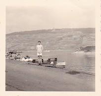 Foto Junger Mann In Kurzen Hosen Am Rhein - Niederwalddenkmal - Ca. 1940 - 5,5*5,5cm (38755) - Places