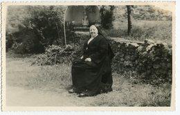 Bonne Soeur Femme Woman Nun Nonne Couvent à Situer Identifier Id Soeur Désirée 1957 - Personnes Anonymes