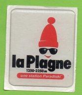 LA PLAGNE UNE STATION PARADISKI * AUTOCOLLANT A1701 * - Autocollants